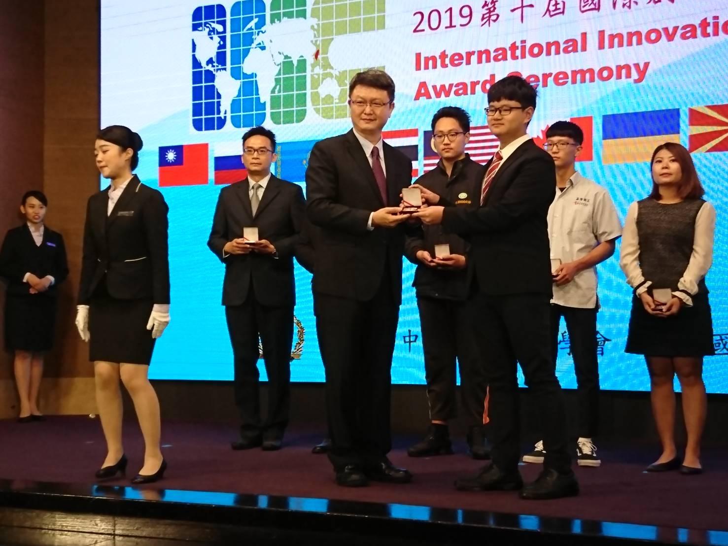 「第十屆IIIC國際創新發明競賽」銀牌獎-10