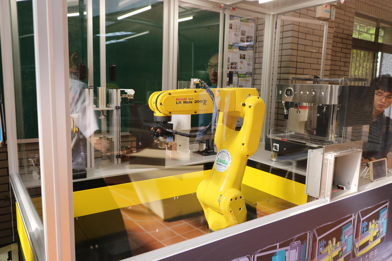 聖約翰科大機器手臂咖啡店正式啟用,研發專利展現學生學習成果!-7