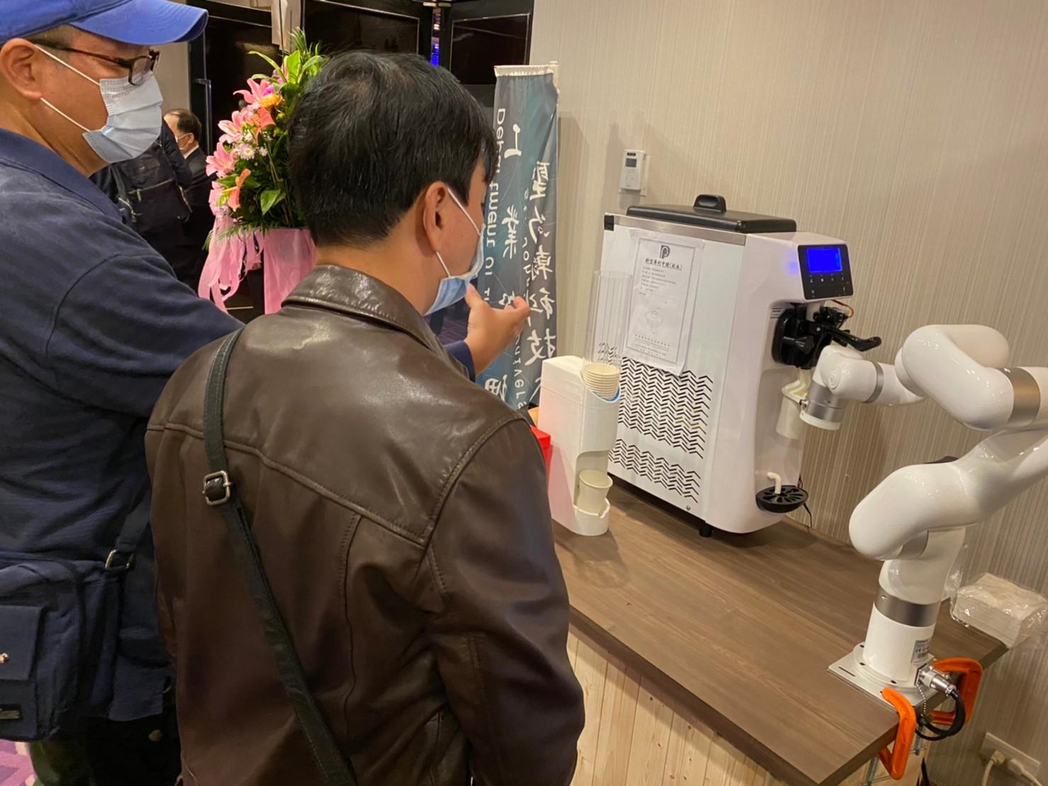 無人冰淇淋機器人-2