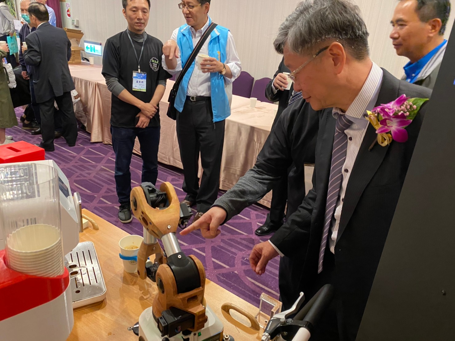 無人咖啡機器人-3