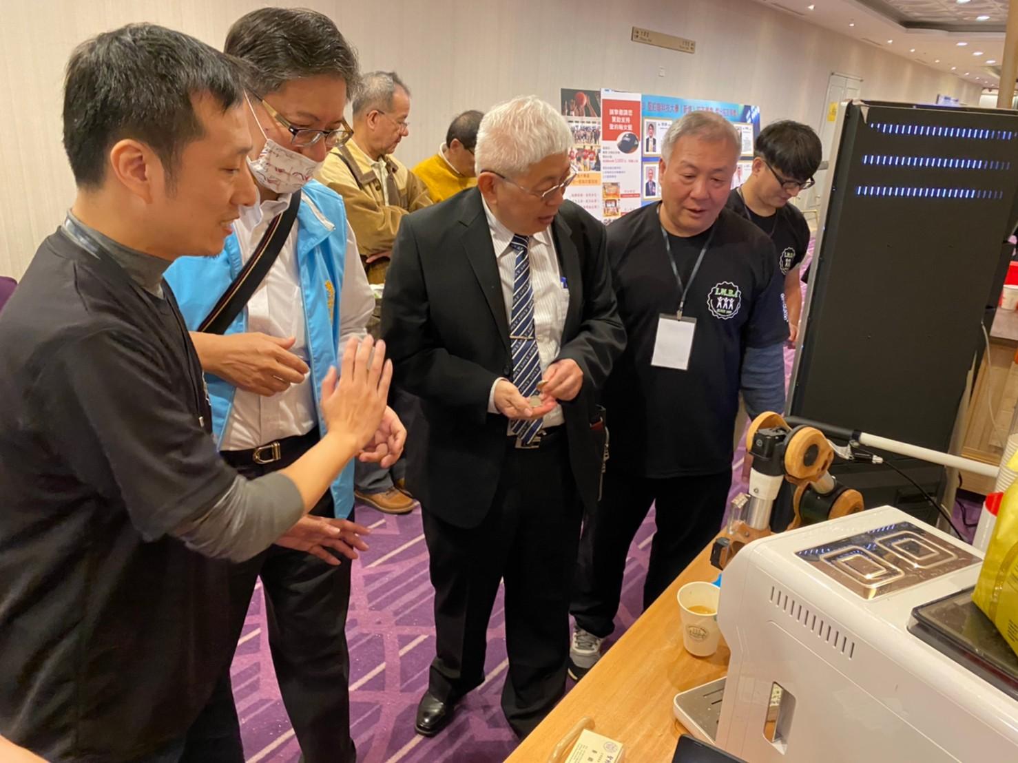 無人咖啡機器人-2